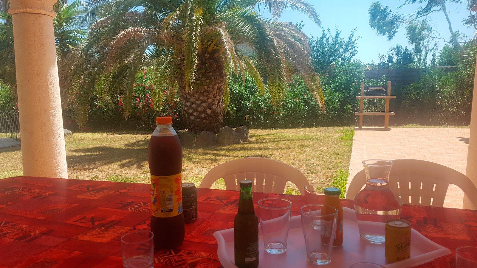 la-villa-aux-mimosas-vue-sur-le-barbecue