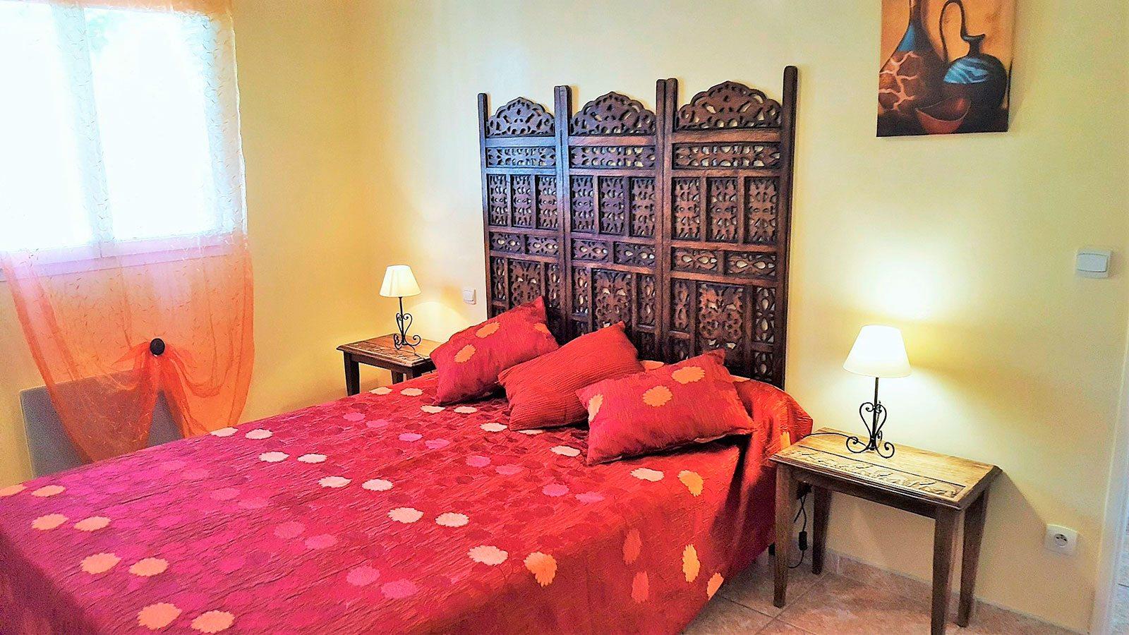 la-villa-romana-la-chambre-avec-lit-en-160-lit-bebe