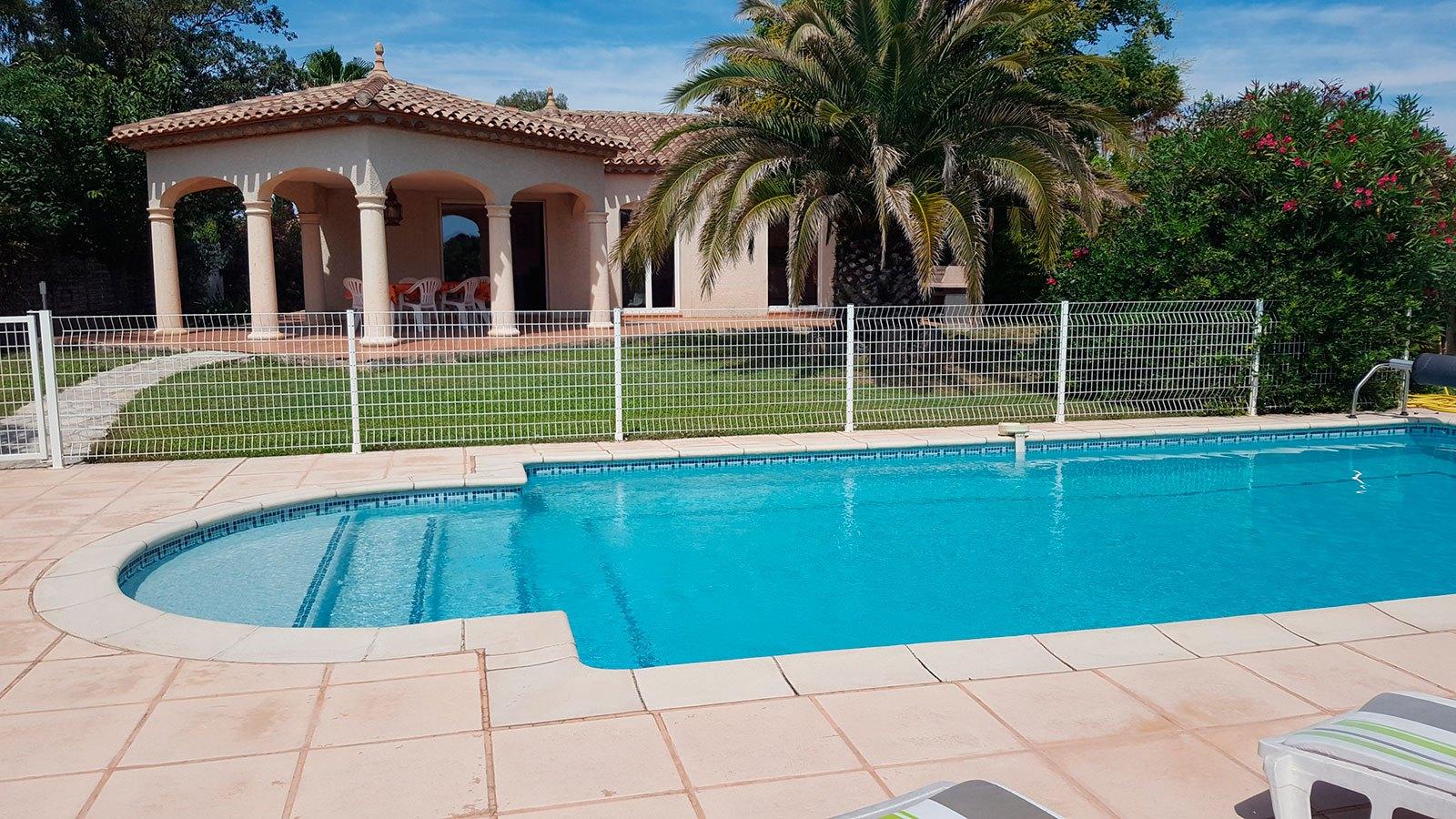 la-villa-romana-vue-de-la-piscine-1