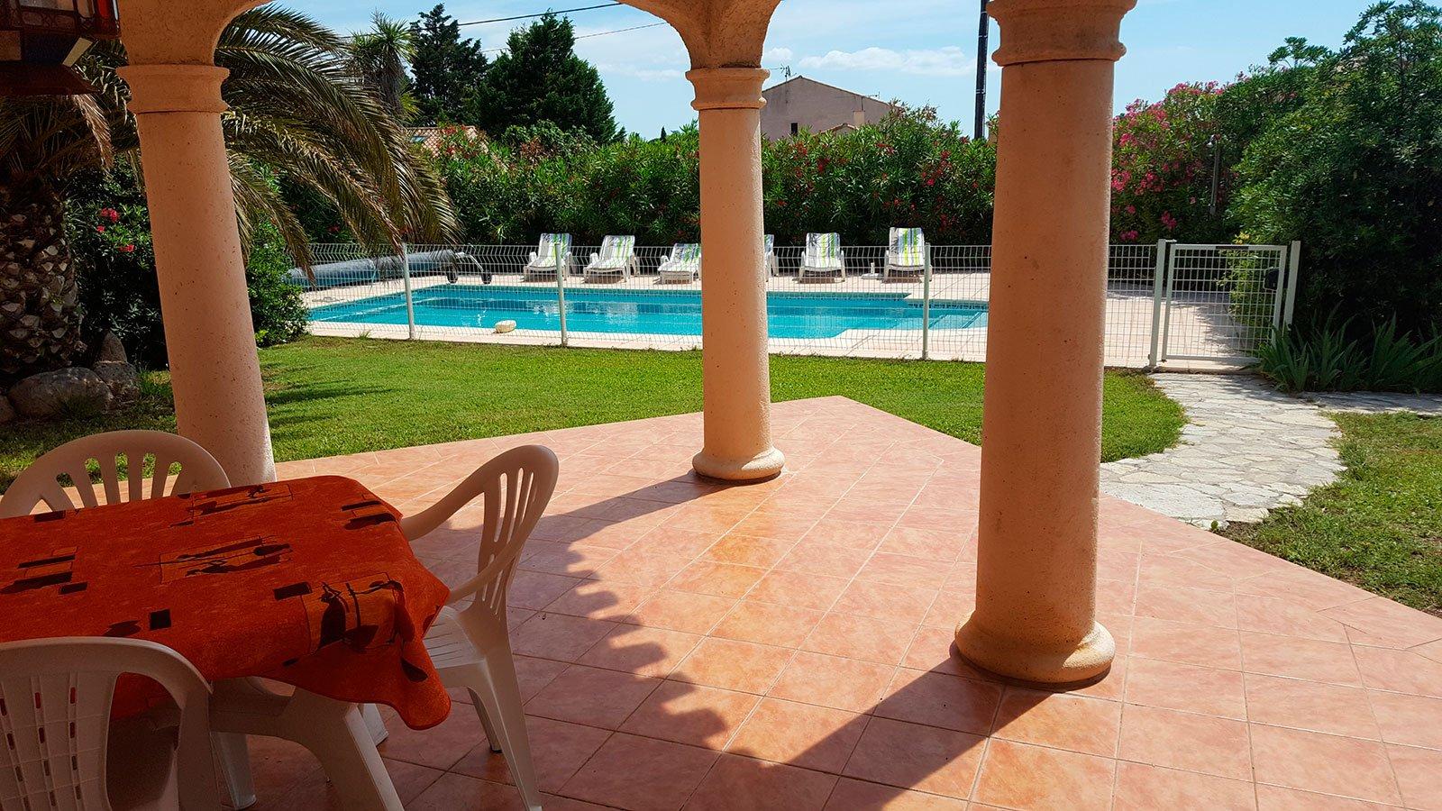 la-villa-romana-vue-de-la-piscine-2